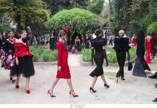 To όνειρο του Βασίλη Ζούλια στον Εθνικό Κήπο / Ο σχεδιαστής παρουσίασε ίσως την καλύτερη συλλογή της καριέρας του, Women in the Garden, σε ένα ειδυλλιακό σκηνικό που θα μείνει αξέχαστο