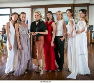 Η γνωστή σχεδιάστρια Σοφία Κοκοσαλάκη βρέθηκε προσκεκλημένη σε εκδήλωση που παρέθεσε προς τιμήν της το Women's International Club (WIC) της Αθήνας στον εξαιρετικό χώρο του Ναυτικού Ομίλου Ελλάδος