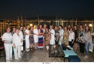 Με τη Νίκη / 17 φαρμακοποιοί και 1 ξενοδόχος τιμούν τρυφερά τη Νίκη Κουτσιανά για την προσφορά της στο βωμό της παγκόσμιας ομορφιάς