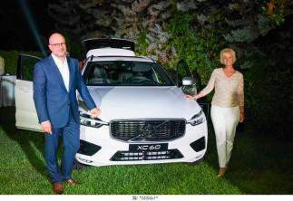 Αποκάλυψη του νέου Volvo XC60 στη σουηδική πρεσβευτική κατοικία