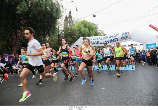 50.000 δρομείς έδειξαν τον Δρόμο στον 35ο Αυθεντικό Μαραθώνιο της Αθήνας•Πρώτος Έλληνας μαραθωνοδρόμος ο πρεσβευτής της WIND Running Team, Κώστας Γκελαούζος •Δεύτερη Ελληνίδα η αθλήτρια της WIND Running Team και πρωταθλήτρια ορεινών αγώνων Γλυκερία Τζιατζιά•1500 μέλη της ομάδας έτρεξαν για το «Μαζί για το Παιδί»