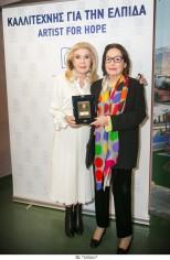 Η «ΕΛΠΙΔΑ» ανακηρύσσει τη Νάνα Μούσχουρη «Καλλιτέχνη για την Ελπίδα 2018-2020»