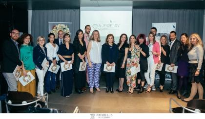 Το LoveGreece.com στηρίζει το έργο νέων Ελλήνων σχεδιαστών κοσμημάτων. Με μια μοναδική βραδιά, η πρωτοβουλία του Ιδρύματος Γ. & Α. Μαμιδάκη παρουσίασε του νέους Έλληνες δημιουργούς κοσμημάτων, που αναδείχθηκαν στα AJMIG AWARDS 2019