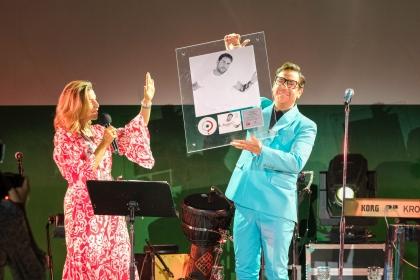 Η διπλή διάκριση του Γιώργου Μαζωνάκη και η unplugged μουσική συνάντηση στο πλαίσιο της πρωτοβουλίας «Μπουζούκι. Οι Ευαίσθητες Χορδές»