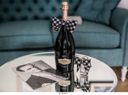 WINELIFE.gr - IN LOVE WITH OUR ONE & ONLY LIFE! 14 διάσημοι Έλληνες δημιουργοί ερωτεύονται παράφορα το ONE & ONLY prosecco και για όλο τον Φεβρουάριο δίνουν την δική τους μοναδική version με ένα έργο Τέχνης ή χρηστικό αντικείμενο αποκλειστικά στο www.winelife.gr