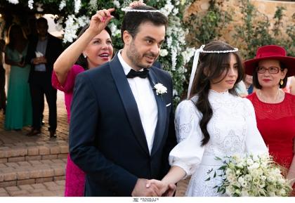 Σίμος Σιδηρόπουλος – Σουζάνα Χατζηβασιλείου: Ένα υπέροχο ζευγάρι σε έναν πανέμορφο γάμο